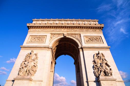 Arc de Triomphe - Paris「Perspective close-up of the Arc de Triomphe in Paris, France.」:スマホ壁紙(3)