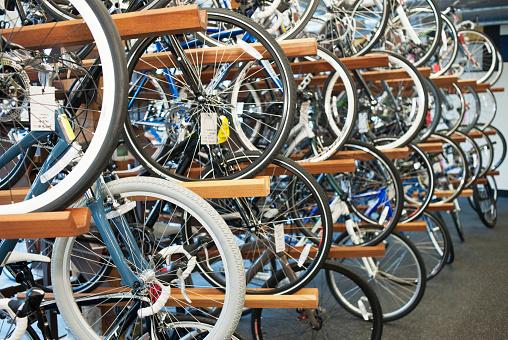 Choosing「New bikes on racks for sale in shop」:スマホ壁紙(5)