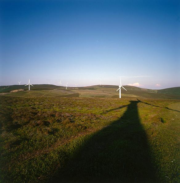 Fuel and Power Generation「Rural wind turbines.」:写真・画像(0)[壁紙.com]
