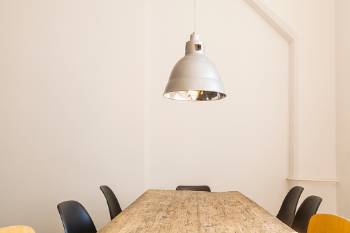 Coworking「Conference table and ceiling light in a loft」:スマホ壁紙(15)