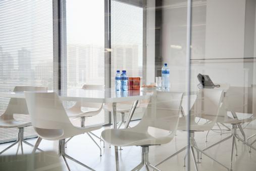 Window「Conference room in modern office」:スマホ壁紙(17)