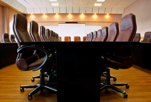 Projection Screen「Conference room with several chairs and long desk」:スマホ壁紙(4)