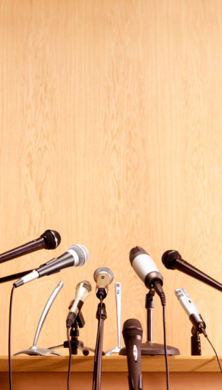 Wood Paneling「Conference microphones on lectern」:スマホ壁紙(4)