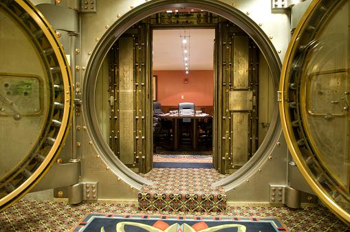 Metallic「Conference Room Behind Large Metal Vault Doors」:スマホ壁紙(15)