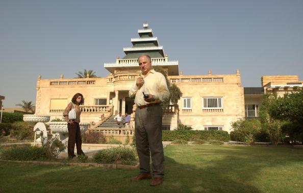 Baghdad「Leader Of Iraqi National Congress Chalabi Works In New Home 」:写真・画像(5)[壁紙.com]