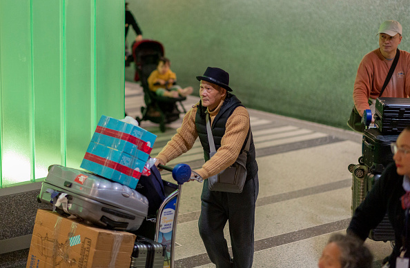 LAX Airport「Three US Airports To Conduct Health Screenings For Coronavirus From China」:写真・画像(5)[壁紙.com]