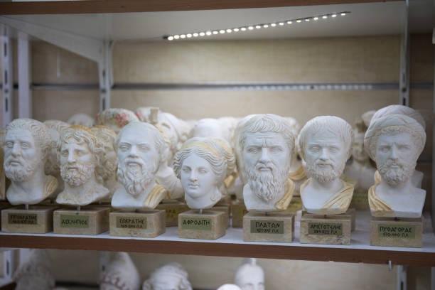 Collection of small greek busts of gods.:スマホ壁紙(壁紙.com)