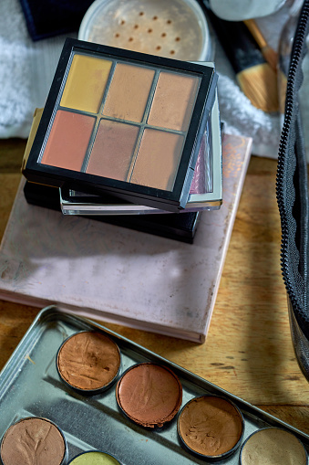 Dressing Table「A collection of make-up pallets」:スマホ壁紙(13)