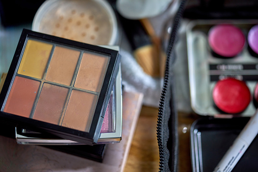 Dressing Table「A collection of make-up pallets」:スマホ壁紙(7)
