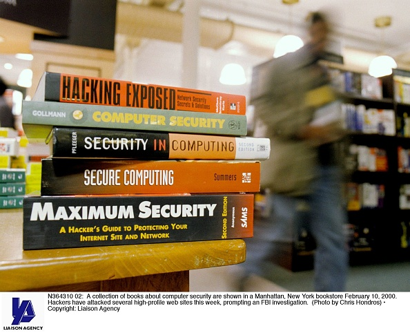 Security「A collection of books about computer security are shown in a Manhattan bookstore」:写真・画像(5)[壁紙.com]