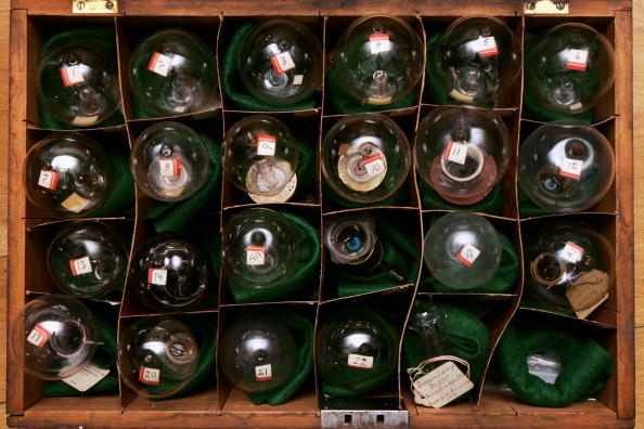 電灯「Edison Lightbulbs To Be Auctioned At Chrisites」:写真・画像(19)[壁紙.com]