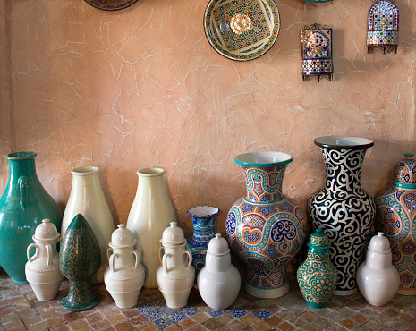 Gift Shop「Collection of pots for sale to tourists.」:スマホ壁紙(6)