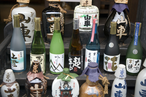 Sake「Collection of sake bottles on steps」:スマホ壁紙(11)