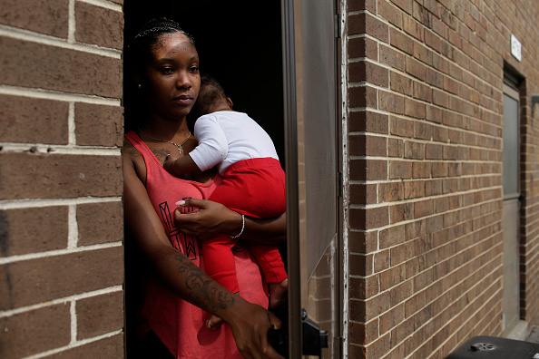 Social Services「Hazardous Levels Of Lead Plague East Chicago Housing Complex」:写真・画像(9)[壁紙.com]