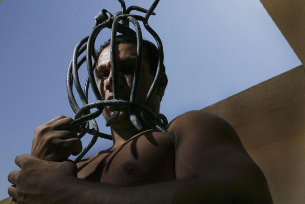 Terrified「IRQ: Odai Hussein's Torture Devices On Display In Baghdad」:写真・画像(8)[壁紙.com]