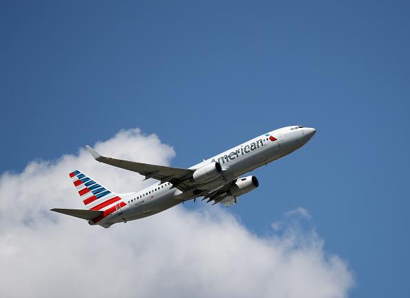 American Airlines「Airplane Traffic At JFK Airport in New York」:写真・画像(16)[壁紙.com]