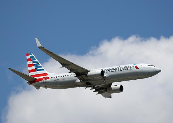 American Airlines「Airplane Traffic At JFK Airport in New York」:写真・画像(19)[壁紙.com]