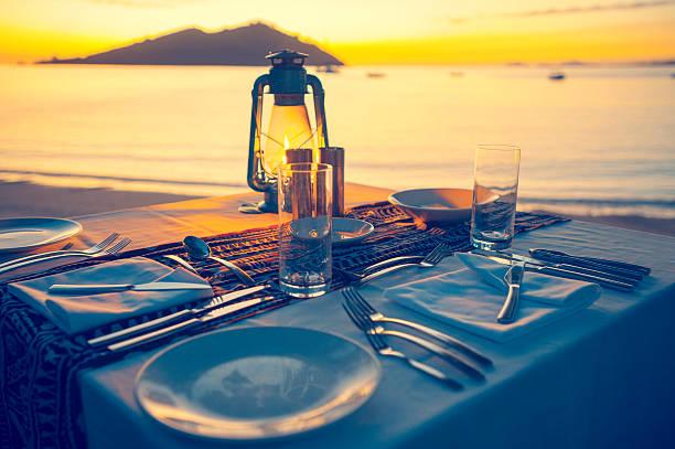 Table for two on the beach:スマホ壁紙(壁紙.com)