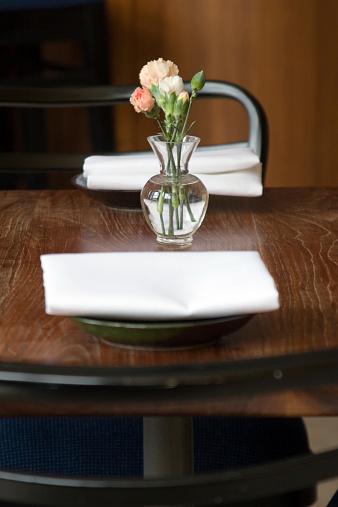 カーネーション「2 名様用テーブル」:スマホ壁紙(3)