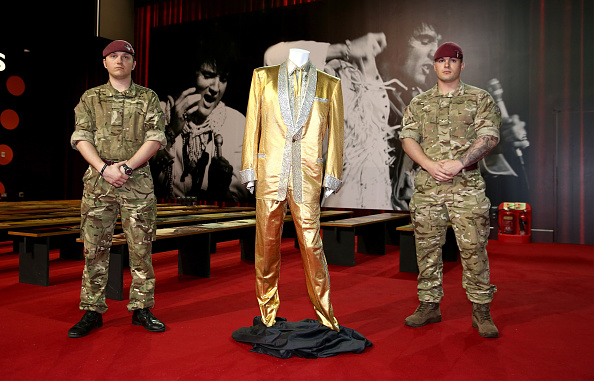 Protection「Elvis Presley's Gold Suit - Photocall」:写真・画像(5)[壁紙.com]
