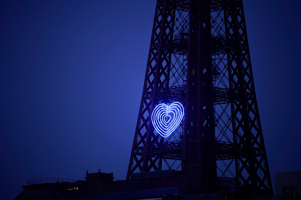 Heart「Blackpool Tower Illuminated In Blue To Honor NHS Workers Amid Coronavirus Outbreak」:写真・画像(15)[壁紙.com]