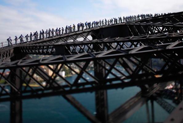 Climbing「Sydney Harbour Bridge's 'BridgeClimb' Celebrates 10th Anniversary」:写真・画像(14)[壁紙.com]
