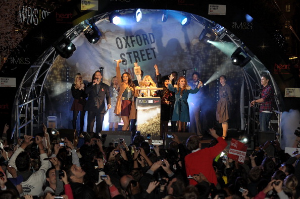 Christmas Decoration「The Saturdays Switch On Oxford Street Christmas Lights」:写真・画像(1)[壁紙.com]