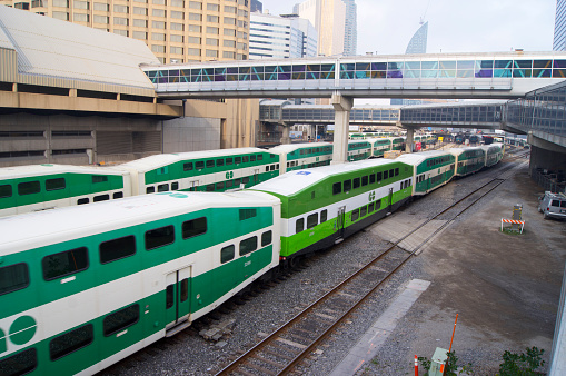 Passenger「Trains approaching Toronto station.」:スマホ壁紙(2)