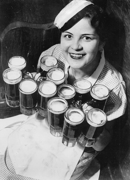 Beer Glass「Clair Aufheimer Can Carry Twelve Beer Mugs At The Same Time. About 1930. Photograph.」:写真・画像(9)[壁紙.com]