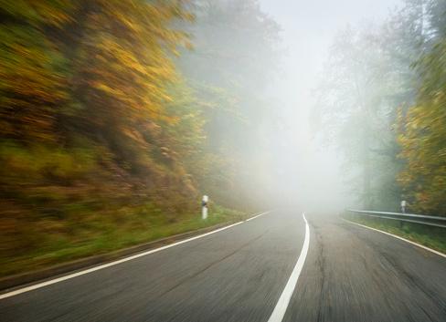 Empty Road「Driving into the fog」:スマホ壁紙(2)