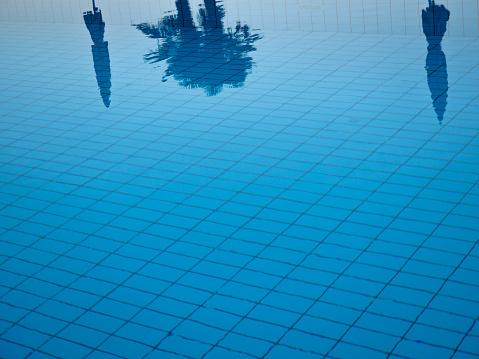 ティチーノ州「Water surface of swimming pool」:スマホ壁紙(2)