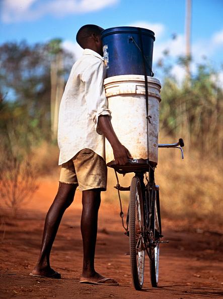 男性一人「Boy with a Bicycle」:写真・画像(5)[壁紙.com]