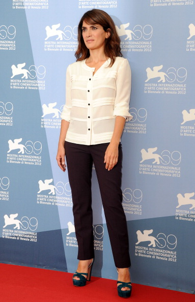 "White Blouse「""Bella Addormentata"" Photocall - The 69th Venice Film Festival」:写真・画像(8)[壁紙.com]"