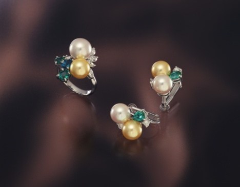 Earring「Ring and earrings with pearls, high angle view, black background」:スマホ壁紙(6)