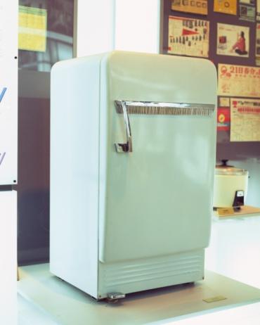 Old-fashioned「An antique refrigerator」:スマホ壁紙(9)