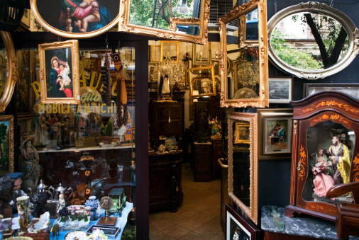 Antique「an antique store with old furniture, mirrors 」:スマホ壁紙(11)