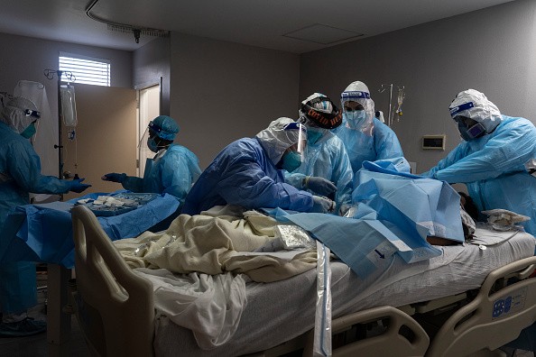 Topix「COVID-19 Intensive Care Unit Within A Houston Hospital Cares For Patients As Cases Continue To Rise」:写真・画像(7)[壁紙.com]