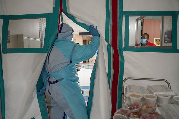 Infectious Disease「United Memorial Medical Center In Houston Staff Treats COVID-19 Patients」:写真・画像(17)[壁紙.com]