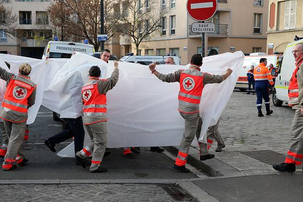 パリ「Shooting Breaks Out During Anti-Terror Operation in Saint-Denis」:写真・画像(3)[壁紙.com]