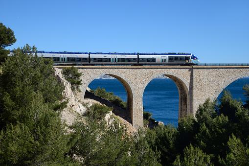 French Riviera「Train Crossing the Niolon Viaduct near Marseille」:スマホ壁紙(19)