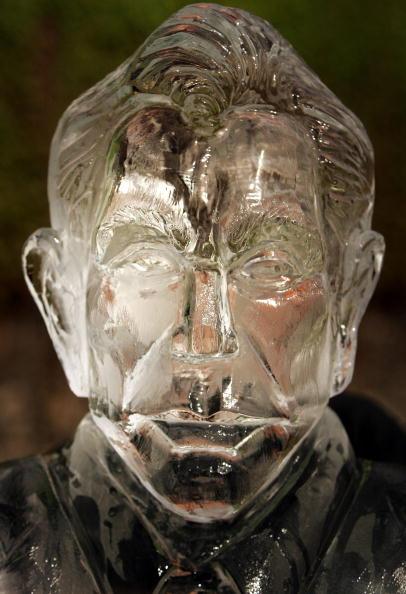 Ice Sculpture「Tony Blair Ice Sculpture Unveiled In London」:写真・画像(6)[壁紙.com]