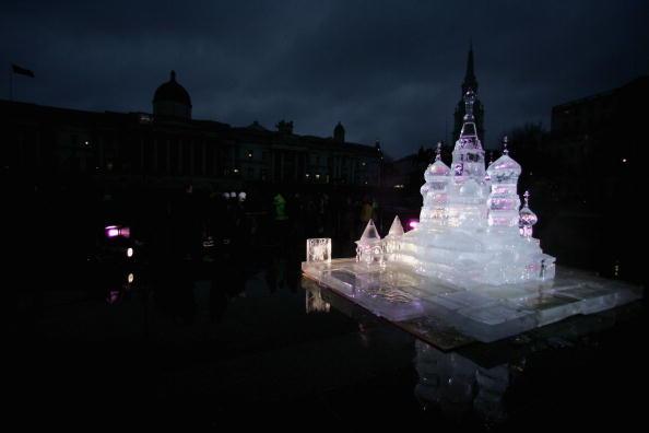 Ice Sculpture「Ice Sculpture Unveiled In Trafalgar Square」:写真・画像(2)[壁紙.com]