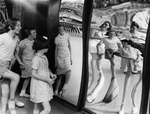 China: Through The Looking Glass「Distortions」:写真・画像(18)[壁紙.com]
