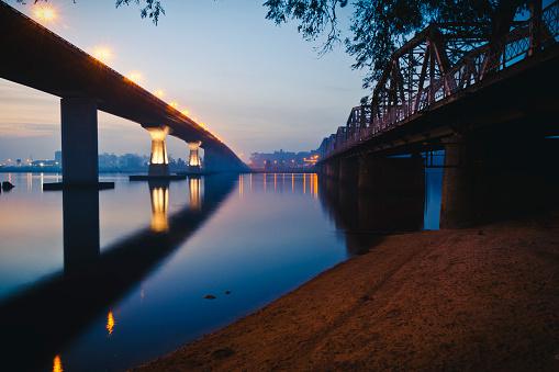 青「Puentes sobre エル リオ サンタ ルシア」:スマホ壁紙(19)