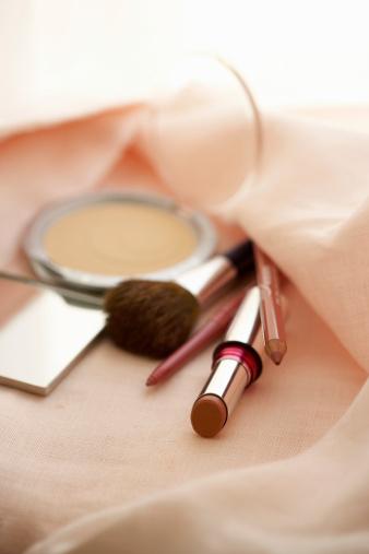 Eyeliner「Make up in pink fabric, close up」:スマホ壁紙(19)