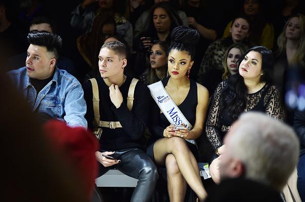 ニューヨークファッションウィーク「Afffair - Front Row - February 2019 - New York Fashion Week: The Shows」:写真・画像(13)[壁紙.com]