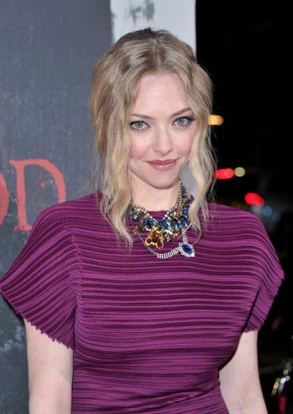 "Amanda Seyfried「Premiere Of Warner Bros. Pictures' ""Red Riding Hood"" - Red Carpet」:写真・画像(9)[壁紙.com]"