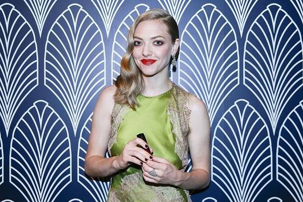 カメラ目線「Amanda Seyfried Promotes Cle de Peau Beaute In Shanghai」:写真・画像(17)[壁紙.com]