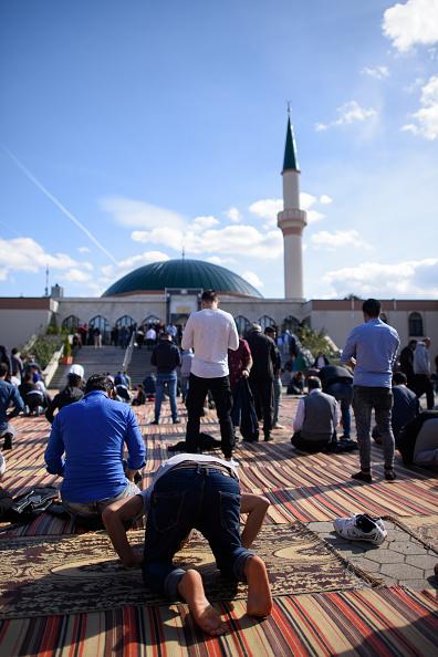 Austria「Muslims Gather For Friday Prayers As Elections Loom」:写真・画像(19)[壁紙.com]