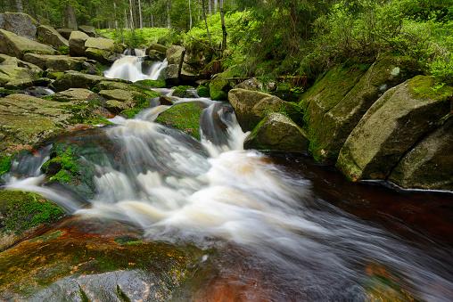 Harz Mountain「Waterfall of the mountain stream Warme Bode (Upper Bodefall). Warme Bode, Braunlage, Harz, Lower Saxony, Germany, Europe.」:スマホ壁紙(10)